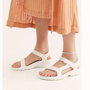 Teva Hurricane Drift Sandals NWOT
